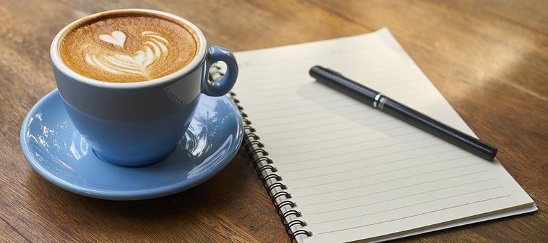 Káva, pero a zošit na stole