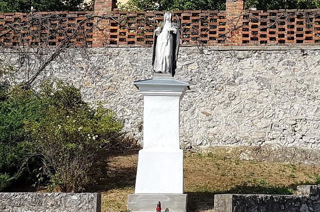 Rehabilitácia podstavca sochy