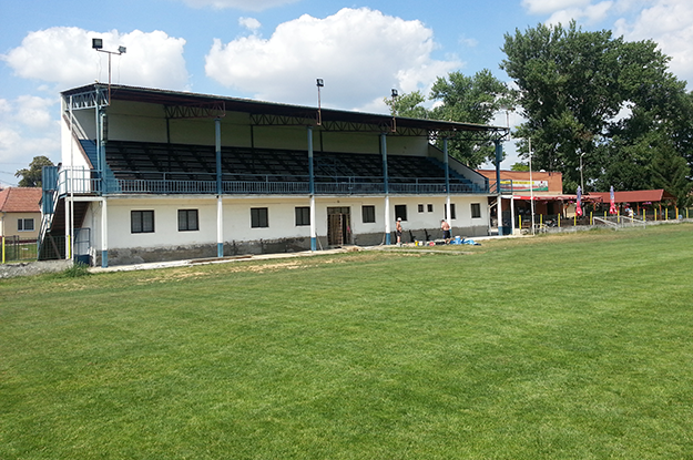 Futbalový štadión Chynorany