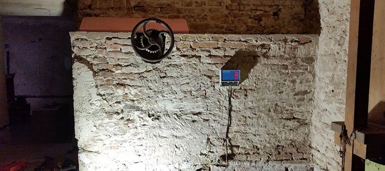 Elektroosmóza riadiaca skrinka tehlové murivo